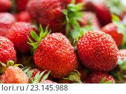 Много красной ягоды виктории. Стоковое фото, фотограф Игорь Низов / Фотобанк Лори