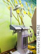 Купить «Стоматологический кабинет в зеленых тонах», фото № 23146252, снято 27 апреля 2016 г. (c) Евгений Ткачёв / Фотобанк Лори