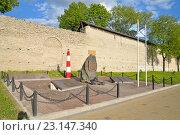 Купить «Памятник морякам и флотоводцам на набережной реки Великой», фото № 23147340, снято 17 мая 2016 г. (c) Максим Мицун / Фотобанк Лори