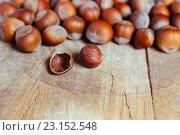 Купить «Орехи на деревянном столе», фото № 23152548, снято 19 июня 2016 г. (c) Наталья Окорокова / Фотобанк Лори