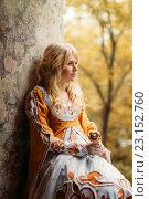 Купить «Леди в средневековом костюме», фото № 23152760, снято 18 июня 2016 г. (c) Евгения Литовченко / Фотобанк Лори