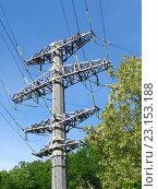 Купить «Высоковольтная башня, ЛЭП на фоне голубого неба», фото № 23153188, снято 12 мая 2016 г. (c) DiS / Фотобанк Лори