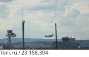 Купить «Boeing 787 Dreamliner approaching», видеоролик № 23158304, снято 4 сентября 2015 г. (c) Игорь Жоров / Фотобанк Лори