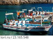 Local Boat Captains Chat Whilst Waiting For Business, Paleokastritsa, Corfu Island, Greece. (2016 год). Редакционное фото, фотограф Grant Rooney / age Fotostock / Фотобанк Лори