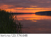 Рассветное зарево на Волге. Стоковое фото, фотограф Виктор Евстратов / Фотобанк Лори