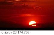 Купить «Красный закат, таймлапс», видеоролик № 23174736, снято 20 мая 2016 г. (c) Михаил Коханчиков / Фотобанк Лори