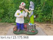 Купить «Доктор Айболит. Скульптура», эксклюзивное фото № 23175968, снято 25 июня 2016 г. (c) Volgograd.travel / Фотобанк Лори