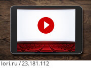 Купить «Планшетный ПК на деревянный столе с экраном кинотеатра», иллюстрация № 23181112 (c) Андрей Кузьмин / Фотобанк Лори