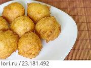 Купить «Пончики творожные домашние на тарелке», фото № 23181492, снято 3 апреля 2016 г. (c) Елена Коромыслова / Фотобанк Лори