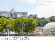 Купить «Вид на президентский дворец  в Тбилиси.Грузия», фото № 23182252, снято 8 августа 2013 г. (c) Олег Хархан / Фотобанк Лори