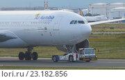 Купить «Airbus 330 towing from service», видеоролик № 23182856, снято 4 сентября 2015 г. (c) Игорь Жоров / Фотобанк Лори