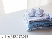 Купить «close up of baby boys clothes for newborn on table», фото № 23187088, снято 25 мая 2016 г. (c) Syda Productions / Фотобанк Лори