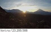 Купить «Восход солнца над вулканами на Камчатке (4K, time lapse)», видеоролик № 23200588, снято 21 февраля 2019 г. (c) А. А. Пирагис / Фотобанк Лори