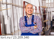 labour working in PVC shop and smiling. Стоковое фото, фотограф Яков Филимонов / Фотобанк Лори