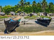 Купить «Старые рыбацкие лодки на берегу с пальмами», фото № 23213712, снято 16 декабря 2008 г. (c) Роман Лысогор / Фотобанк Лори