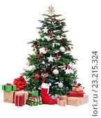Купить «Рождественская елка с подарками», фото № 23215324, снято 24 декабря 2015 г. (c) Литова Наталья / Фотобанк Лори