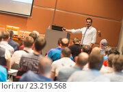 Купить «Докладчик выступает на лекции в конференц-зале», фото № 23219568, снято 4 апреля 2020 г. (c) Matej Kastelic / Фотобанк Лори