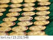 Золотые медали перед вручением выпускникам. Стоковое фото, фотограф Юлия Морозова / Фотобанк Лори