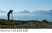 Купить «Фотограф ранним утром в Норвегии», фото № 23233628, снято 30 июня 2016 г. (c) Tamara Sushko / Фотобанк Лори