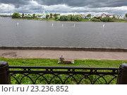 Купить «Панорамный вид на реку Волгу и городские набережные в центре города Твери, Россия», фото № 23236852, снято 5 июля 2016 г. (c) Николай Винокуров / Фотобанк Лори