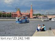 Купить «Вид на Кремль и теплоходы на Москве-реке летом», эксклюзивное фото № 23242148, снято 10 июля 2016 г. (c) lana1501 / Фотобанк Лори