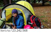 Купить «Hiker woman using her tablet computer », видеоролик № 23242568, снято 17 июля 2019 г. (c) Wavebreak Media / Фотобанк Лори