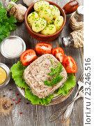 Купить «Домашний холодец и отварной картофель. Вид сверху», фото № 23246516, снято 12 июля 2016 г. (c) Надежда Мишкова / Фотобанк Лори