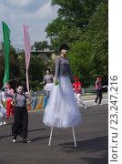 Купить «Выступления мимов в Парке Культуры и отдыха города Жуковский 25 июня 2016 года», фото № 23247216, снято 25 июня 2016 г. (c) Natalya Sidorova / Фотобанк Лори