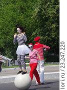 Купить «Выступления мимов в Парке Культуры и отдыха города Жуковский 25 июня 2016 года», фото № 23247220, снято 25 июня 2016 г. (c) Natalya Sidorova / Фотобанк Лори