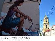 Купить «Граффити на стене дома, принадлежавшего семье художников Артари-Коломбо в 1860-70 годах. Улица Рождественка, 23/5, строение 2. Мещанский район. Москва», эксклюзивное фото № 23254100, снято 5 июля 2016 г. (c) lana1501 / Фотобанк Лори