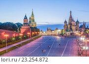 Площадь Васильевский Спуск в Москве вечером, эксклюзивное фото № 23254872, снято 26 июня 2016 г. (c) Виктор Тараканов / Фотобанк Лори