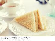 Купить «close up of toasted white bread on plate», фото № 23260152, снято 21 февраля 2015 г. (c) Syda Productions / Фотобанк Лори