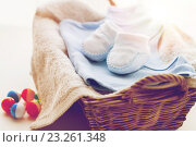 Купить «close up of baby clothes for newborn boy in basket», фото № 23261348, снято 25 мая 2016 г. (c) Syda Productions / Фотобанк Лори