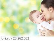 Купить «happy mother kissing adorable baby», фото № 23262032, снято 22 декабря 2007 г. (c) Syda Productions / Фотобанк Лори