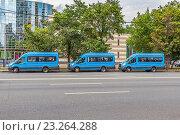 Купить «Москва. Пассажирские автобусы небольшой вместимости (маршрутки) в новом оформлении», фото № 23264288, снято 13 июля 2016 г. (c) Владимир Сергеев / Фотобанк Лори