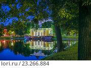 Купить «Ресторан на Патриарших прудах вечером», эксклюзивное фото № 23266884, снято 16 июля 2016 г. (c) Виктор Тараканов / Фотобанк Лори