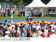 Купить «Сабантуй в Москве. Борьба Корэш», фото № 23282048, снято 17 июля 2016 г. (c) Алексей Сварцов / Фотобанк Лори