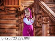 Машенька на крыльце деревянного дома. Стоковое фото, фотограф Tanya Ischenko / Фотобанк Лори