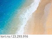 Вид с воздуха на побережье лазурного моря. Стоковое фото, фотограф Юлия Рогаткина / Фотобанк Лори