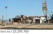 Купить «Рабочие на строительстве здания на улице», видеоролик № 23295760, снято 14 июля 2016 г. (c) worker / Фотобанк Лори