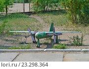 Купить «Железный самолет на детской площадке», фото № 23298364, снято 9 июля 2016 г. (c) Геннадий Соловьев / Фотобанк Лори
