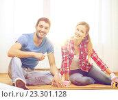 Купить «smiling couple measuring wood flooring», фото № 23301128, снято 26 января 2014 г. (c) Syda Productions / Фотобанк Лори