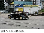 Купить «Бентли - свадебный ретро-автомобиль», фото № 23315656, снято 16 июля 2016 г. (c) Марина Шатерова / Фотобанк Лори