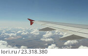 Купить «Вид на крыло летящего самолета», видеоролик № 23318380, снято 1 октября 2015 г. (c) Курганов Александр / Фотобанк Лори