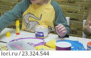 Купить «Дети мастерят игрушки», видеоролик № 23324544, снято 26 февраля 2016 г. (c) worker / Фотобанк Лори