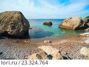 Купить «Небольшой пляж среди скал», фото № 23324764, снято 23 мая 2016 г. (c) Алексей Маринченко / Фотобанк Лори