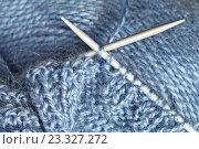Рукоделие. Вязание на спицах. Стоковое фото, фотограф Виктория Катьянова / Фотобанк Лори