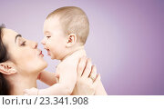 Купить «happy mother kissing adorable baby», фото № 23341908, снято 22 декабря 2007 г. (c) Syda Productions / Фотобанк Лори