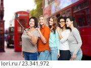 Купить «happy women taking selfie by smartphone in london», фото № 23341972, снято 17 апреля 2016 г. (c) Syda Productions / Фотобанк Лори