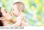 Купить «happy mother kissing adorable baby», фото № 23343324, снято 22 декабря 2007 г. (c) Syda Productions / Фотобанк Лори